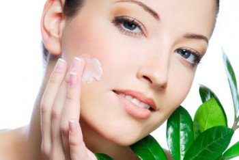 Eleven Herbal Masks to Beautify Skin