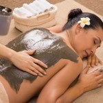 Green clay to rejuvenate and cure skin